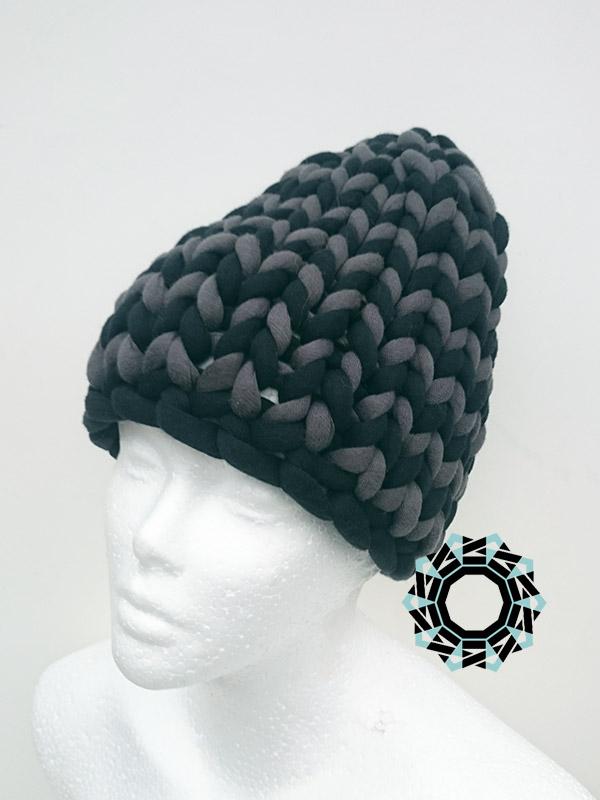Mega-scale black-gray cap / Czarno-szara czapka w mega skali by Tender December, Alina Tyro-Niezgoda