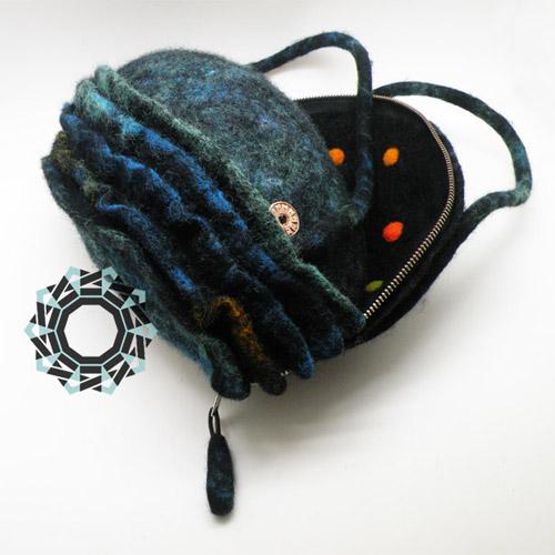 Felt handbag with a spotted inside / Filcowa torebka z wnętrzem w kropki by Tender December, Alina Tyro-Niezgoda