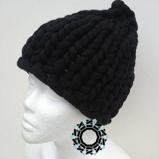 Mega-scale black cap / Czarna czapka w mega skali by Tender December, Alina Tyro-Niezgoda