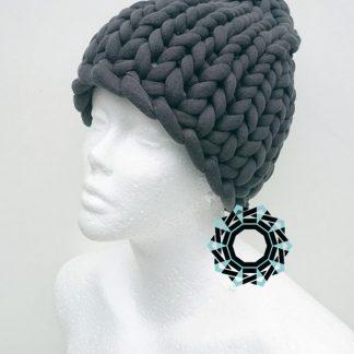 Mega-scale gray cap / Szara czapka w mega skali by Tender December, Alina Tyro-Niezgoda