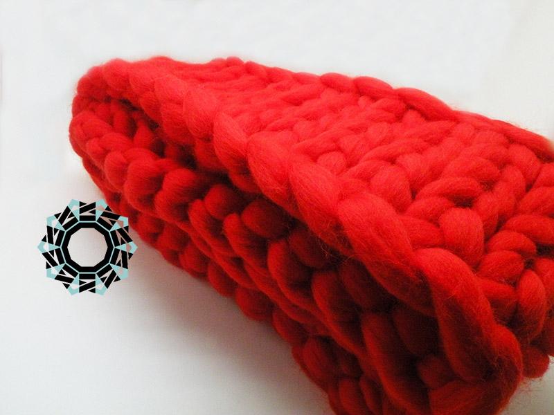 Mega-scale red scarf / Czerwony szalik w mega skali by Tender December, Alina Tyro-Niezgoda