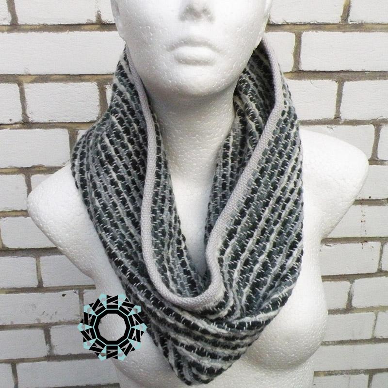 Zigzag-patterned, warm tube scarf / Ciepły komin w zygzaki by Tender December, Alina Tyro-Niezgoda