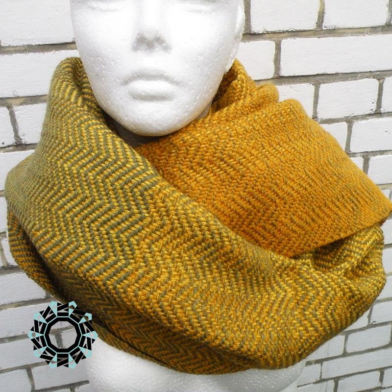 Acrylic XXL shawl in the color of yellow and green / Akrylowy szal XXL w tonacji żółci i zieleni by Tender December, Alina Tyro-Niezgoda