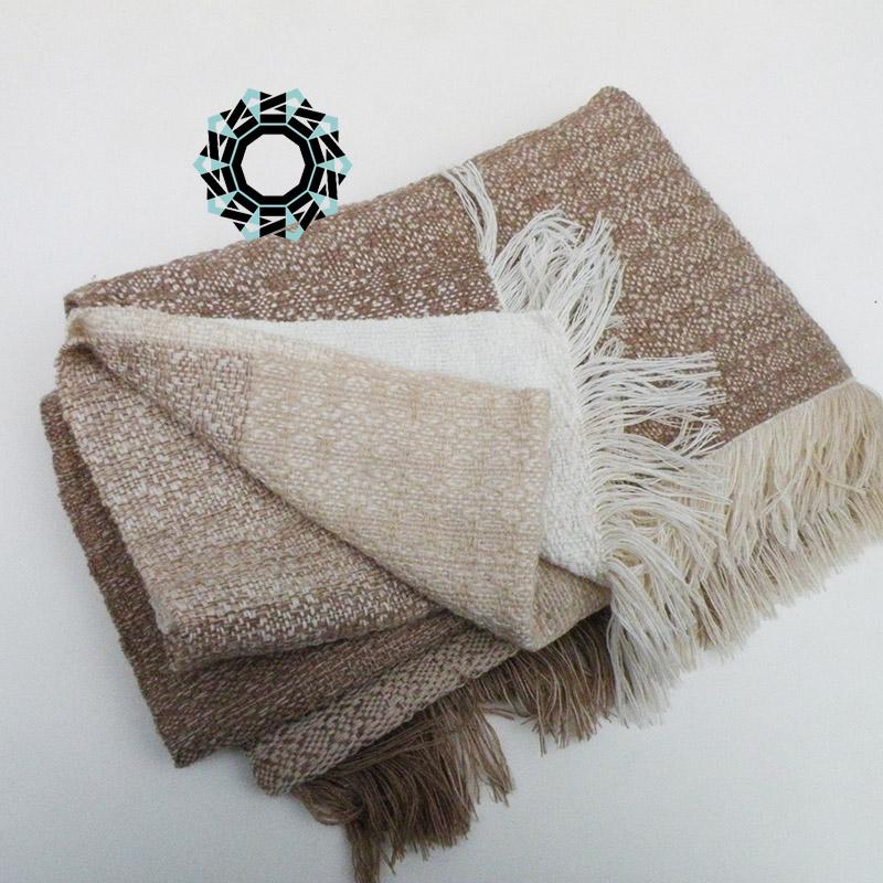 Acrylic XXL shawl in the color of white and beige / Akrylowy szal XXL w tonacji bieli i beży by Tender December, Alina Tyro-Niezgoda