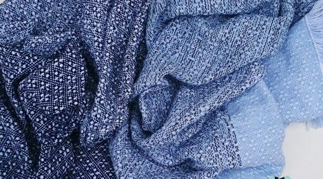 """""""Asymmetrical colours"""" shawl / Szal """"Niesymetryczne kolory"""" by Tender December, Alina Tyro-Niezgoda More / Więcej: https://tenderdecember.eu/painting-with-acryl-malowanie-akrylem/ To buy / Aby kupić: https://tenderdecember.eu/shop/produkt/acrylic-xxl-shawl-color-white-blue-nawy-blue-akrylowy-szal-xxl-w-tonacji-bieli-blekitu-granatu/"""